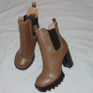 NEW Wild Diva tan Heeled ankle booties size 5.5